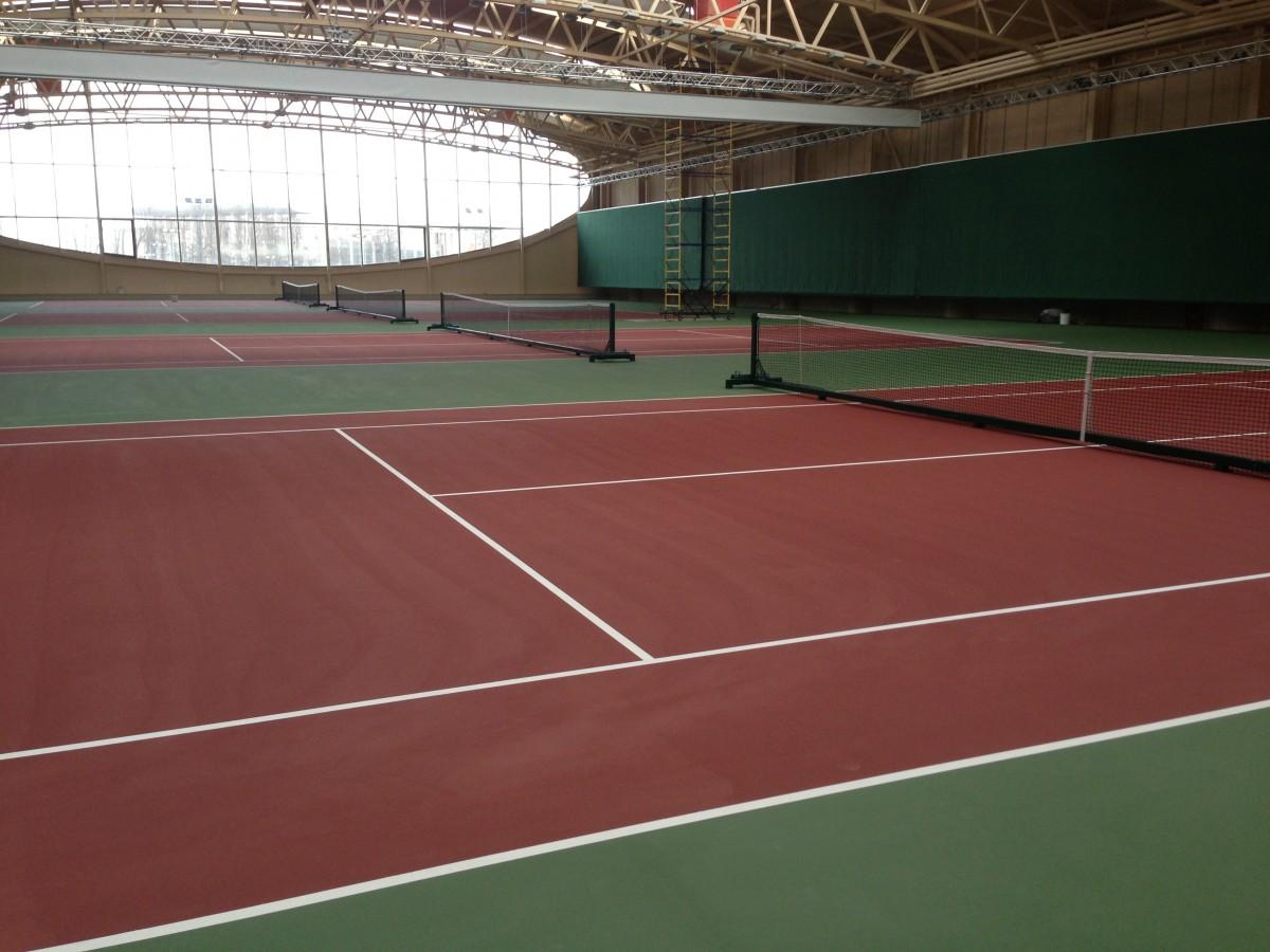 4 теннисных корта в новом корпусе РЦОП по теннису: фото
